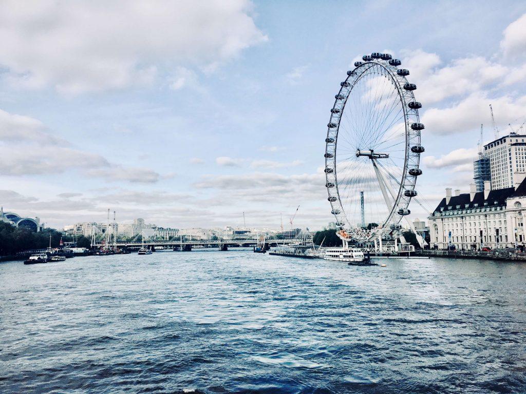 Queen's walk, london